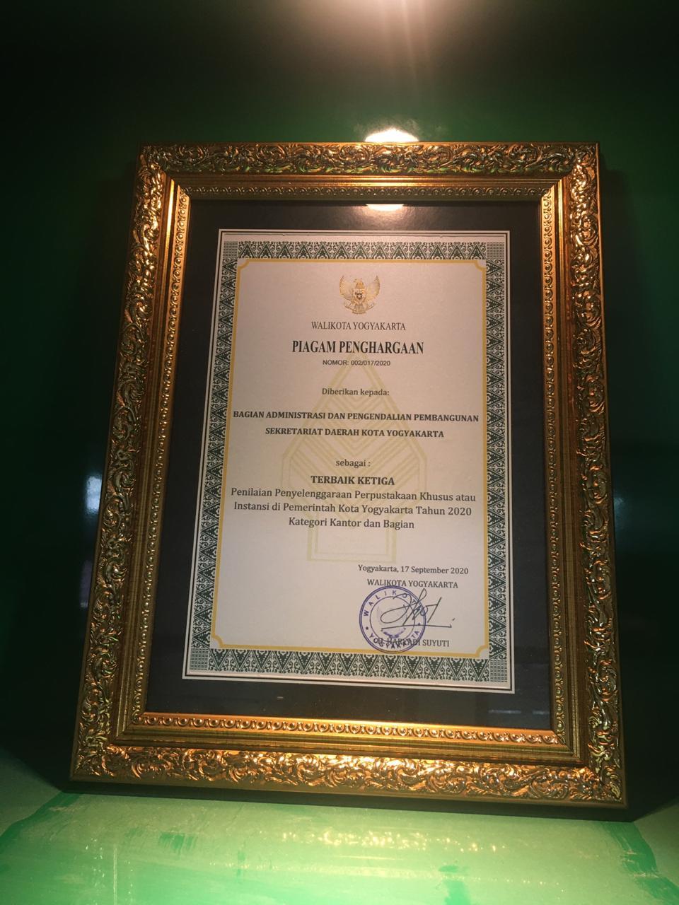 Penyerahan Piagam Penghargaan Lomba Perpustakaan di Lingkungan PEMKOT YOGYAKARTA